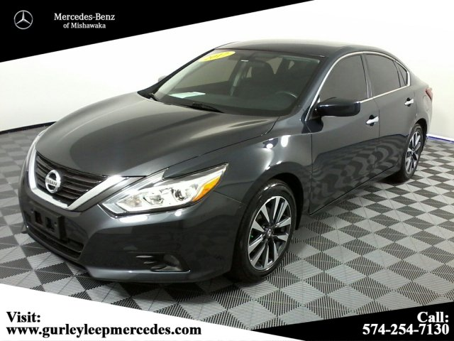 2017 Nissan Altima >> Pre Owned 2017 Nissan Altima 2 5 Sv Fwd